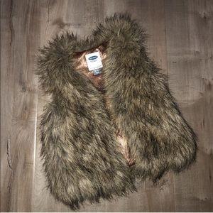 EUC Old Navy fur vest 18-24m
